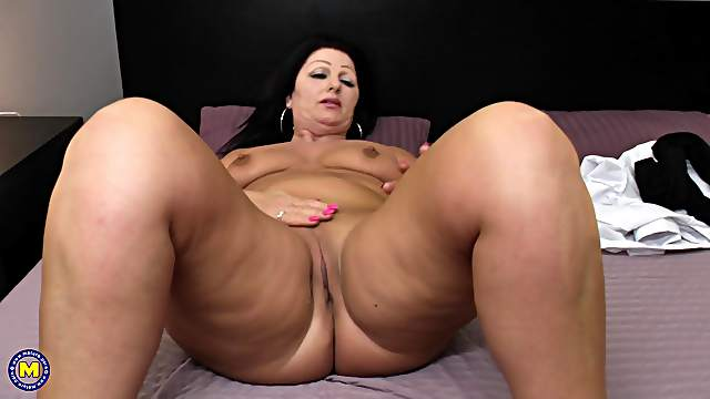 Juliette B. fingers her mature amateur shaved pussy