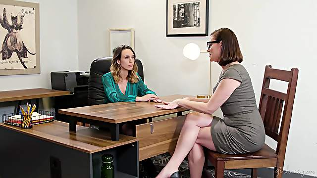 Sovereign Syre and Jade Nile enjoy having lesbo sex on the table