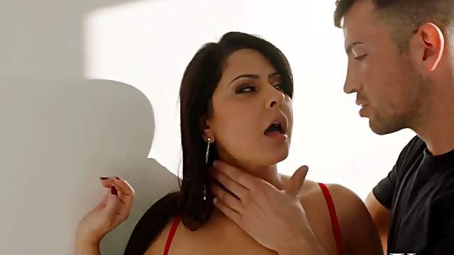 Latina MILF Mariska fucked by her lover