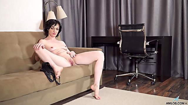 Amateur video of small tits cougar Darla pleasuring her cravings