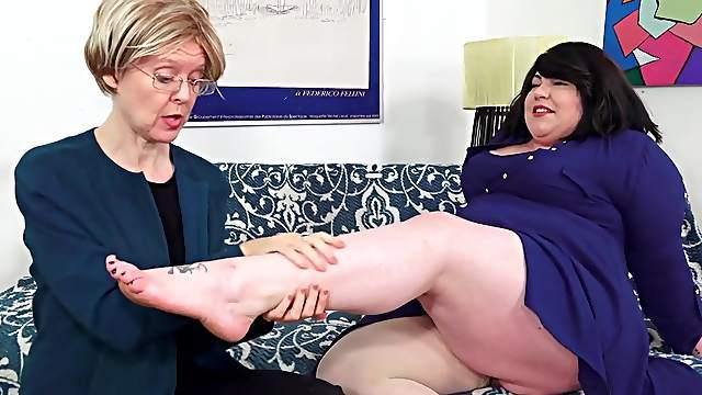 Fat Bella Bendz Strapon Anal With Granny
