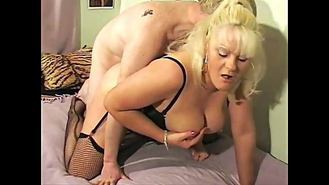 Amateur mature Cleo gets her pussy fucked balls deep by a lover