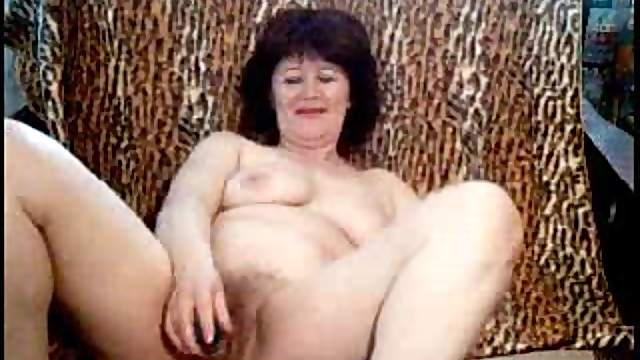 Webcam mature takes off clothes for toys