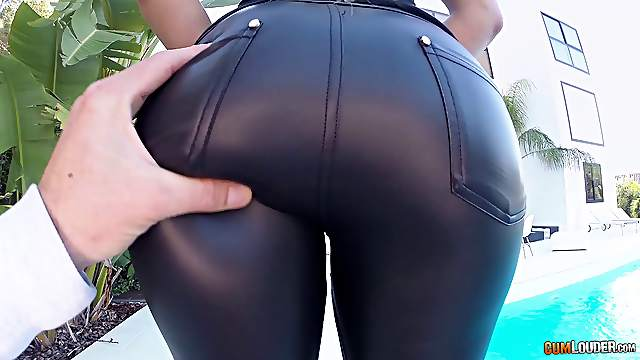 Leather pants babe stretches her ass with toys and a dick