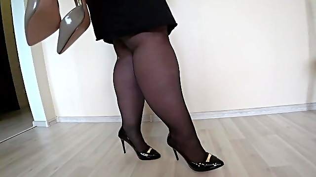 Appetizing thick legs in black nylon and classic high-heeled shoes