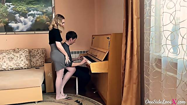 The piano teacher seduced the student