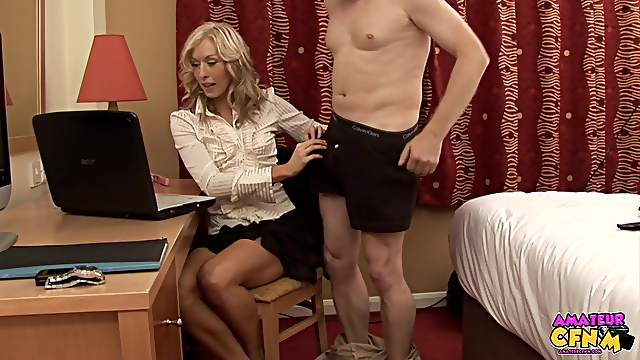 CFNM video of secretary Mia Moore pleasuring her horny boss