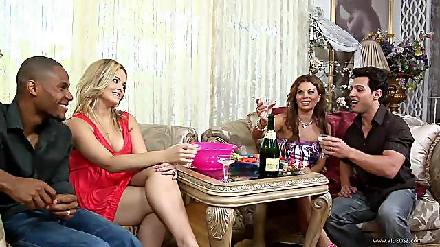 Stunning foursome sex clip with Alexis Texas and Bailey Brooks