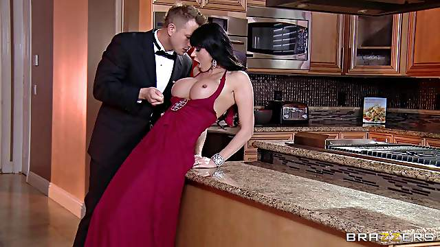 Hot cougar in high heels  getting throbbed hardcore in the kitchen