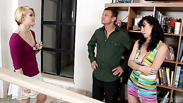 This married couple has a hot threesome with their Realtor