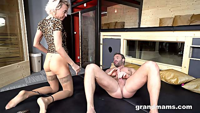 Mature amateur with short hair moans from pleasure on the floor