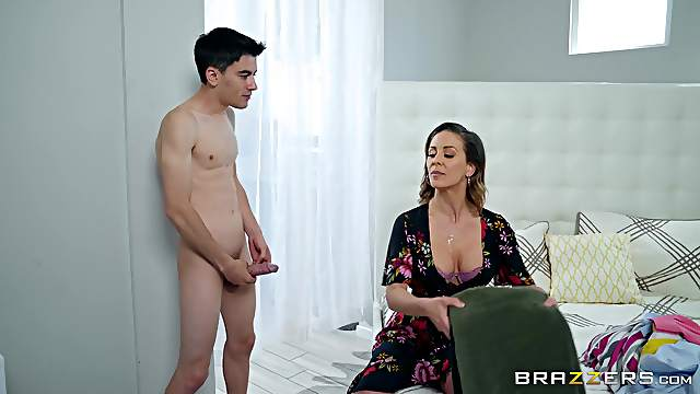 Bombshell Cherie Deville gets a huge facial from an inexperienced dude