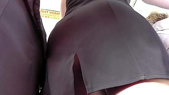 Hardcore upskirt right in the public transport