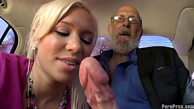 Slender Kacey Jordan is making a nice blowjob