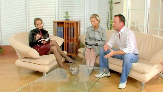 Kinky Therapist Takes Control Of The Situation