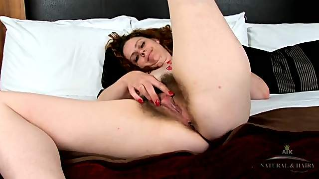 Mom pulling on her pubic hair in close up