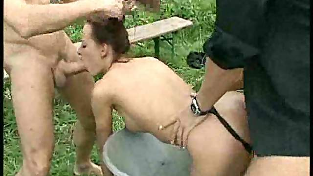 Double penetration of a French babe outdoors