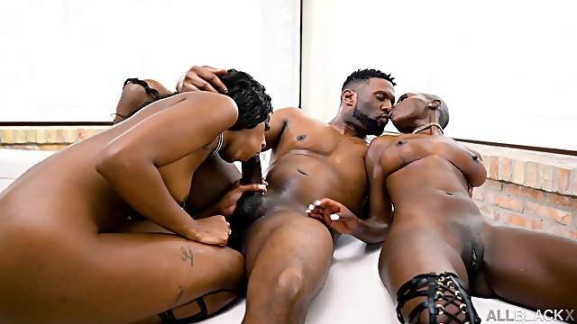 Ebony women share a hammer in marvelous scenes of bisexual porn
