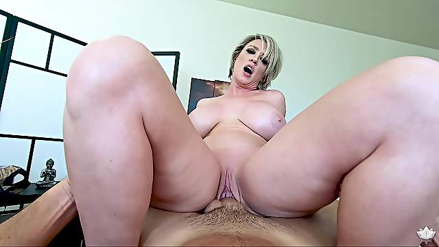 POV massage, fuck and cumshot with acclaimed stacked MILF Dee Williams