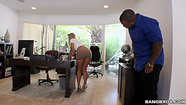 Insolent big ass blonde sticks it in the ass the hard way